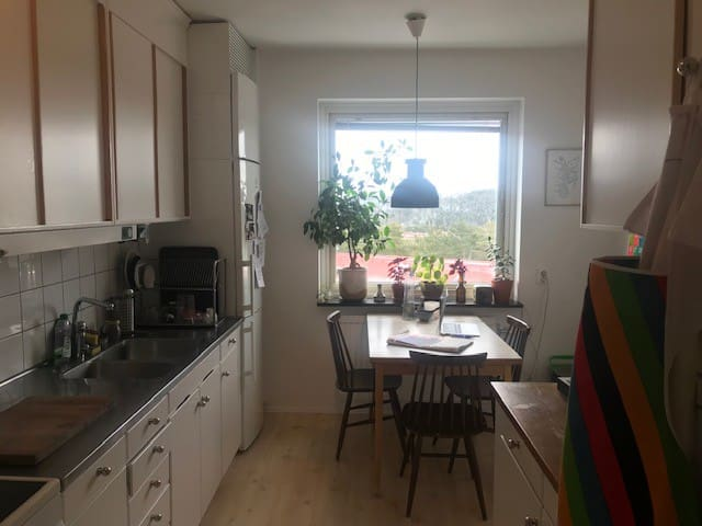 Large room, great views close to nature & the city