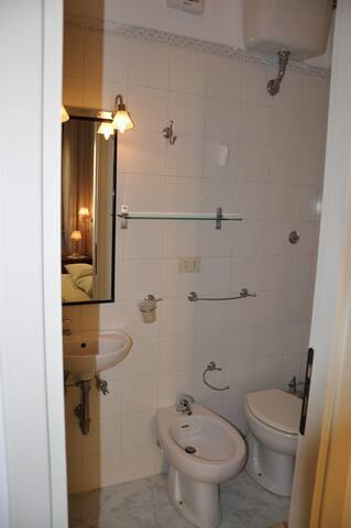 Double bedroom A/C  & Bathroom near Trastevere
