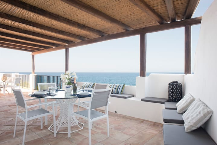 Gelsomino. Villa with private access to the sea