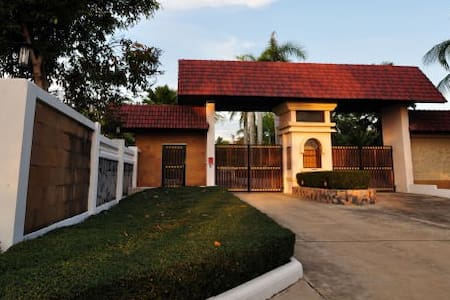 Santa Monica resort by Golden Roof - Muang Pattaya