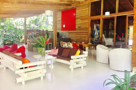 Private beachfront villa, sleeps 16 - Puerto Viejo de Talamanca - Huis