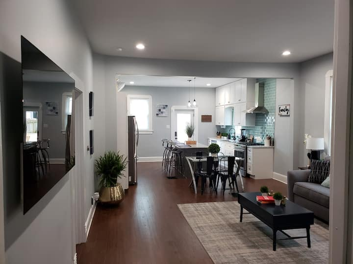 "3BR 2BA Downtown  Luxury Modern ""SmartHome"""