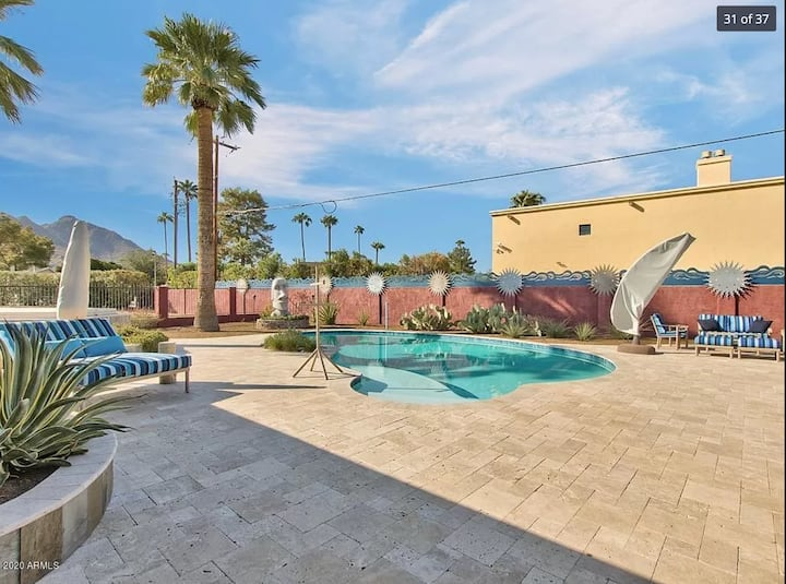 Old Town Luxury with Pool Jacuzzi and Camelback