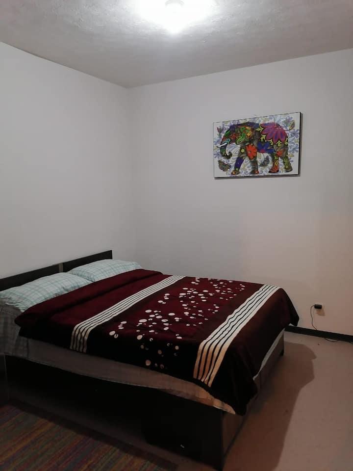 Habitación compartida, cálida y muy tranquila.