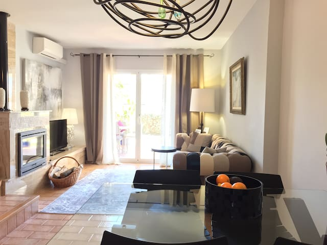 Comfortable and very light townhouse on the sea. - Altafulla