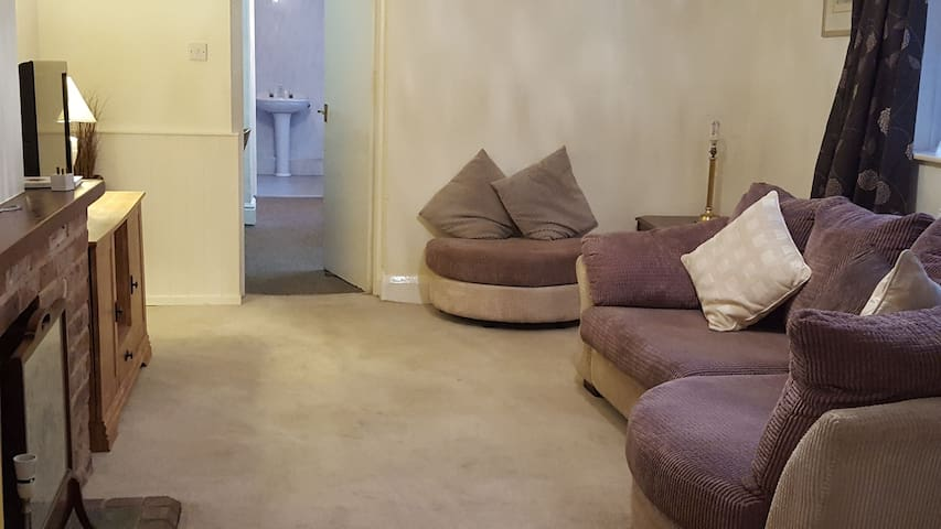High Waves Filey Holiday Flat - 2 Bedroom, Wifi