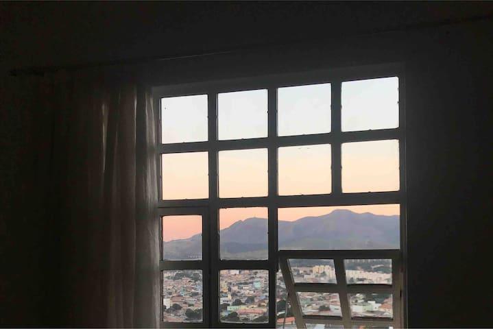 Casa aconchegante com linda vista para montanhas