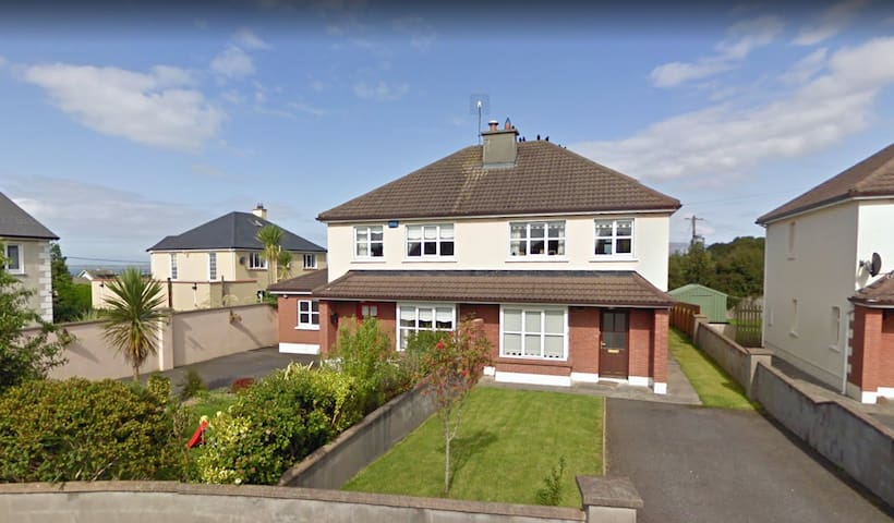 3 Bed Quiet Strandhill Home with a View