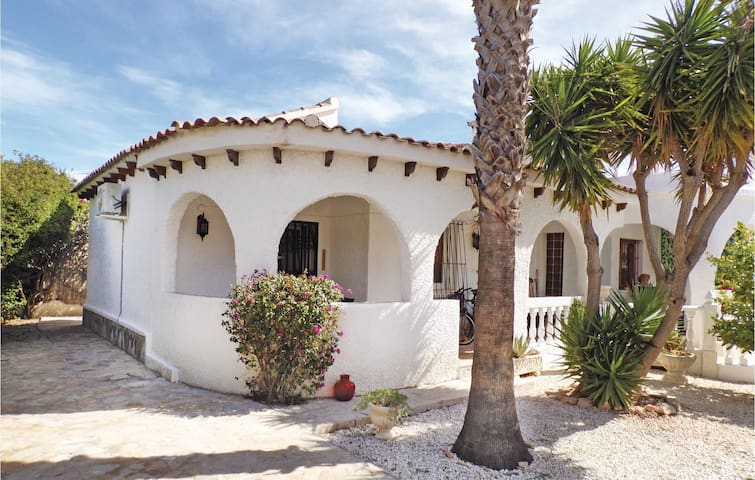 Holiday cottage with 3 bedrooms on 102 m² in San Miguel de Salinas