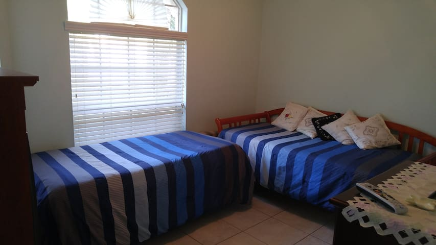 Cozy Private Room w/ 2 Twin Size Beds - Tampa - Casa