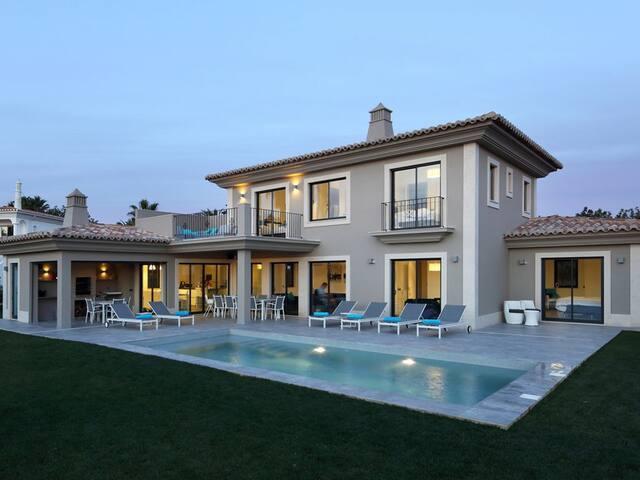 Luxueuze moderne Villa MANOU