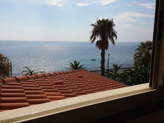 Casa con vista a Sant'Alessio Siculo