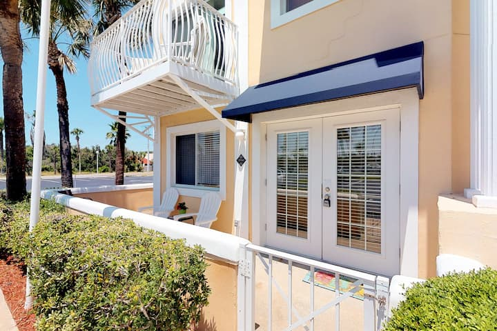 Dog-Friendly Condo w/Shared Pool & Beach Access/Free WiFi/Private Washer/Dryer!