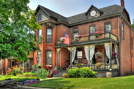 High Street Victorian Bed and Breakfast - Boonville