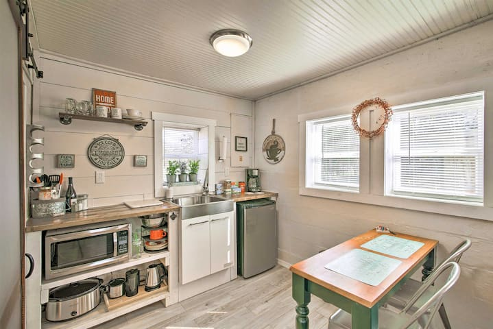 Enjoy cooking in the modern well-equipped kitchenette!