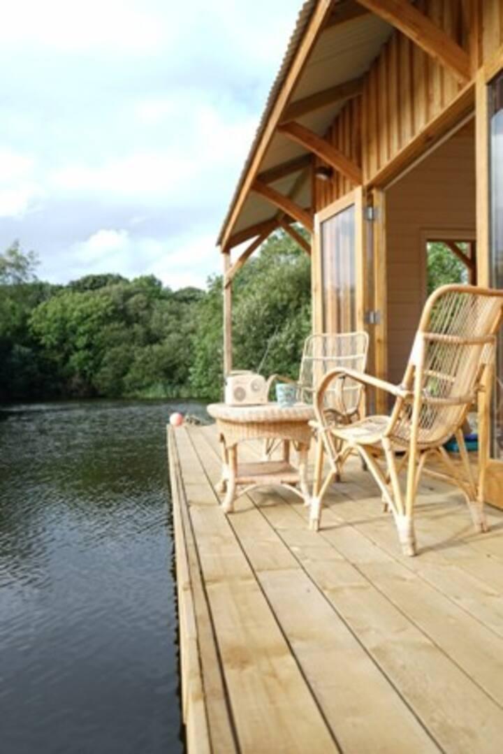 Romantic retreat with waterside views