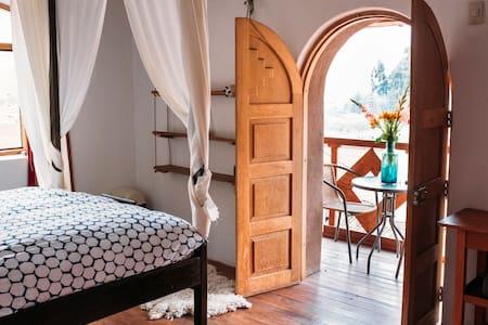 La Chakana Pisac Royal Room #6, dble bed, balcony
