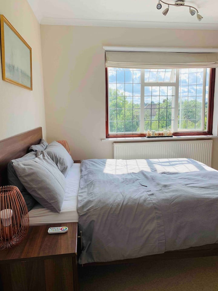 Spacious & Modern Double Bed in North London