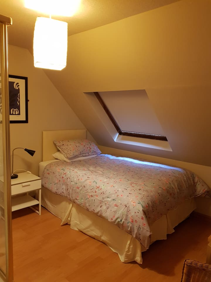 Comfortable room with double bed. CMK 1.5miles
