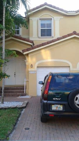 Habitación en casa de lujo,Miami, área de Kendall