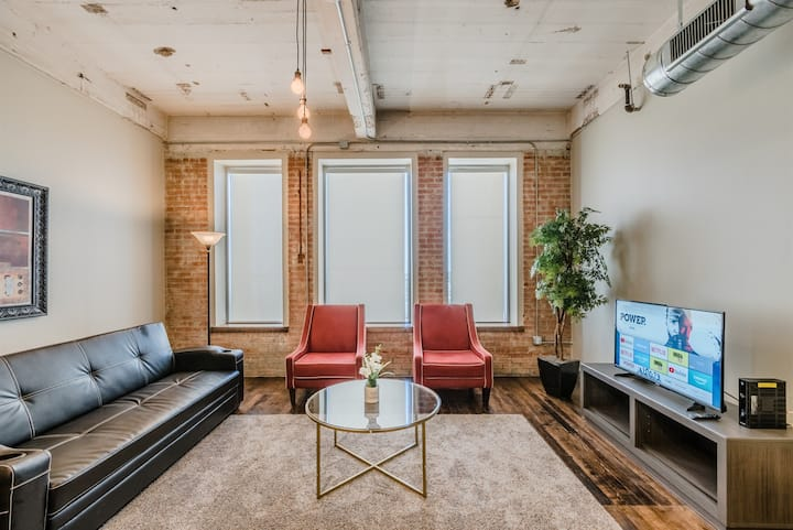 2 Bedroom | King Bed | Downtown Dallas | Free Valet Parking