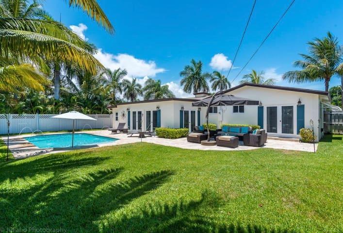 Beautiful home - heated Pool -close to the Beach