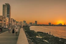 Enjoy a sunset in Malecón, 0.8km from the apartment.   Disfrute un atardecer en el Malecón, 0.8km del apartamento.