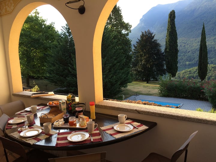 Entre lacs de Côme et Lugano, appart. de charme