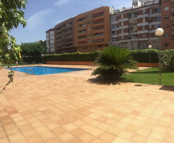 Modern flat private pool and services at 20min BCN