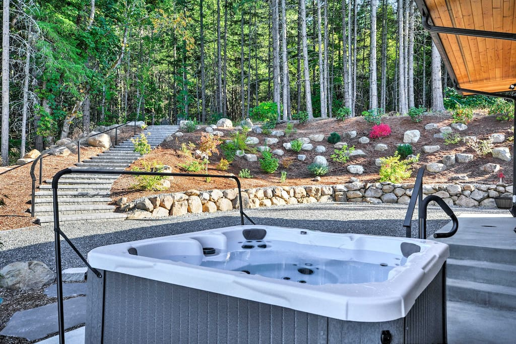 Admire stunning mountain landscaping from the private hot tub!