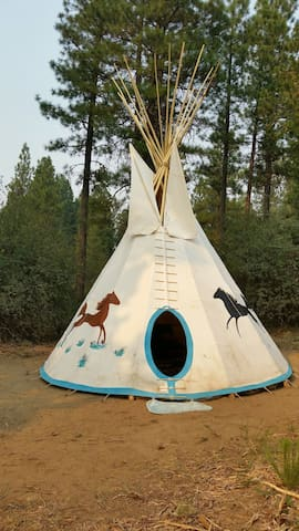 Native American tipi, the true Western experience