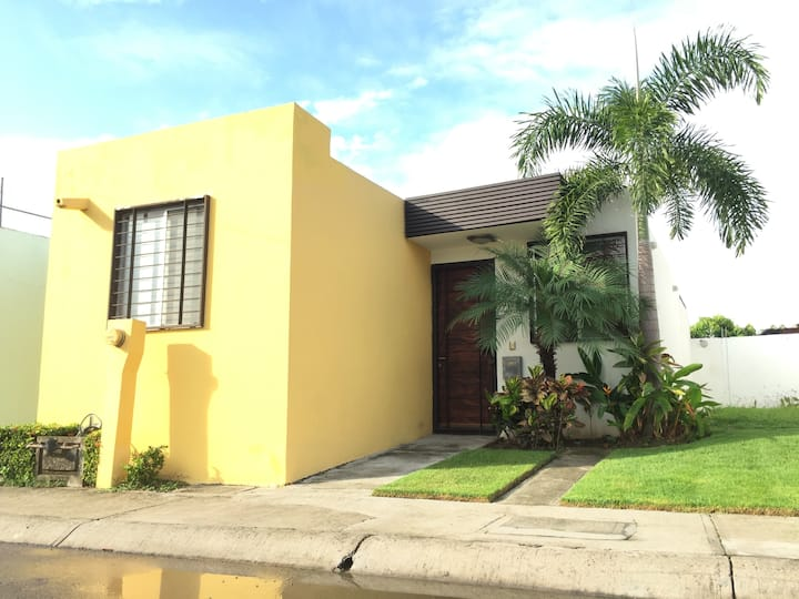 CASA LAGUNA pet friendly, midpoint from everywhere