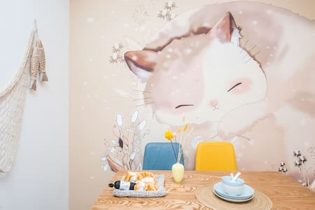Explore Suzhou From a Cozy, Kitten Style Apartment