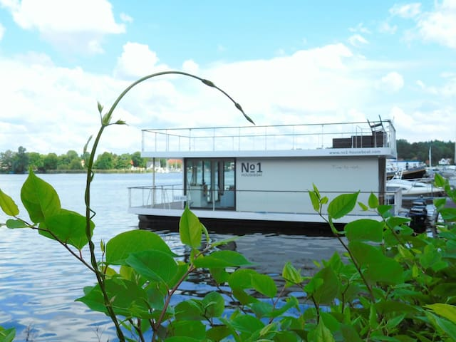Houseboat No. 1 - Hennigsdorf