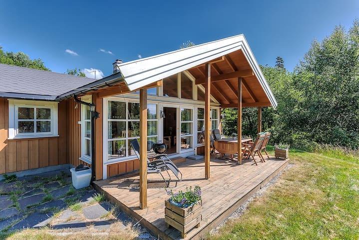 Fin og sjønær hytte mellom Tvedestrand og Arendal - Arendal - Kabin