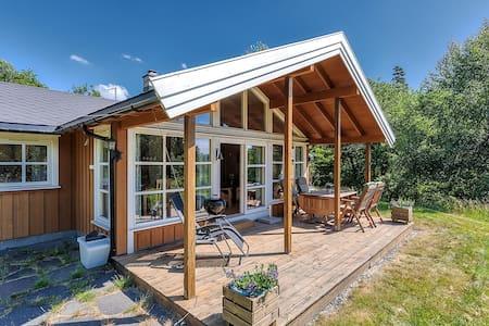 Fin og sjønær hytte mellom Tvedestrand og Arendal - Arendal