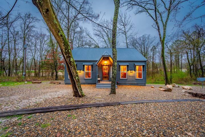 Silver Linings LUXURY 1 Bedroom  ADULTS ONLY Cabin near BROKEN BOW LAKE!