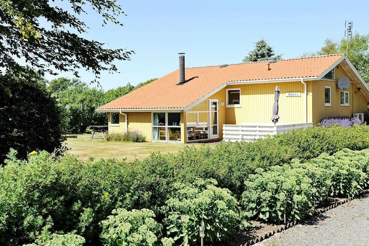 Pretty Holiday Home in Hemmet with Sauna