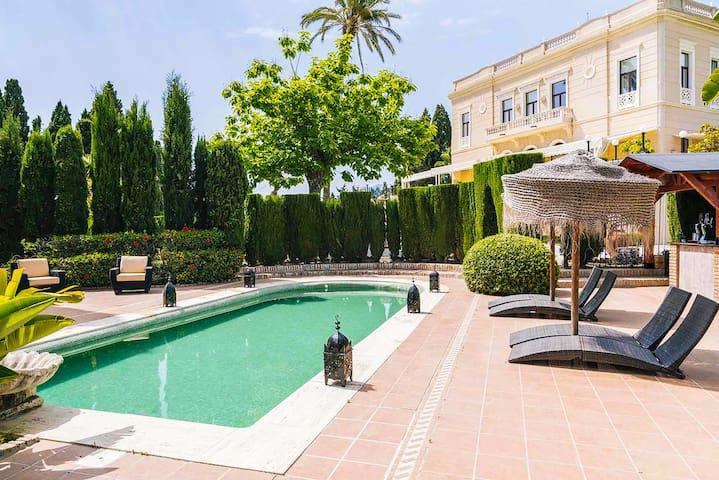 Villa de estilo italiano en Motril