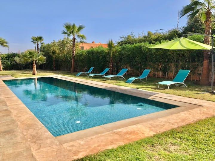 villa élégante avec piscine