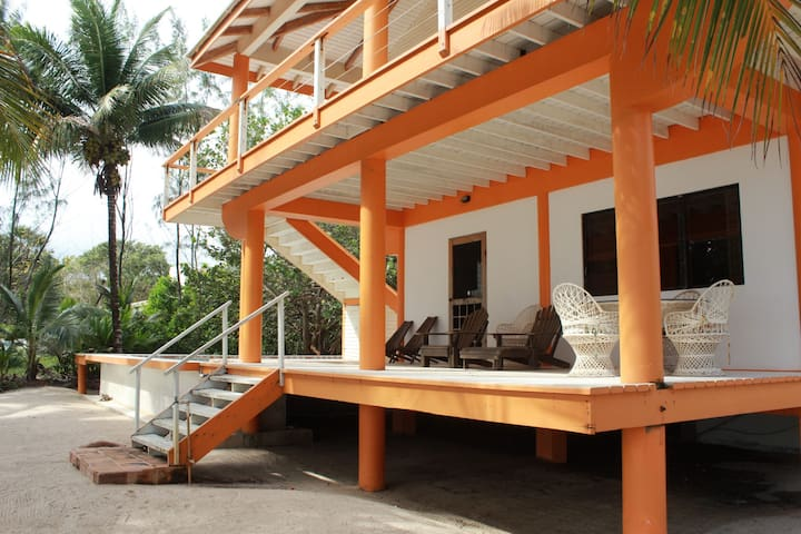 Lower Dreamsicle large family beach suite, pool