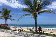 Saída Interna direto pra Praia / Beachfront Exit