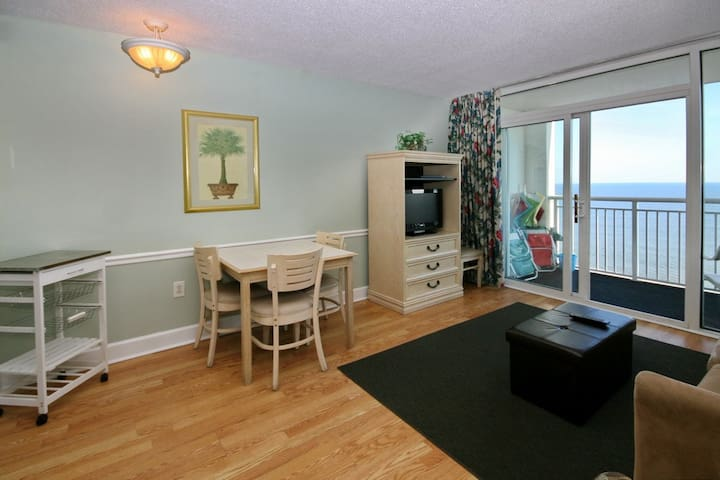 Direct Oceanfront * Amazing Views* sleeps 6* Family Resort* Pools*Hot tubs* Lazy river* Free wifi!