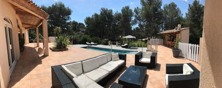 Villa au calme avec piscine + espaces jeux enfants
