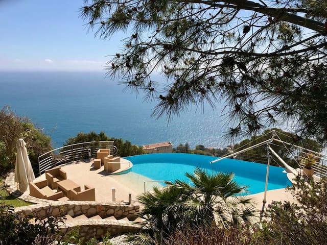 Luxury villa for 8 people, 5 min from Monaco