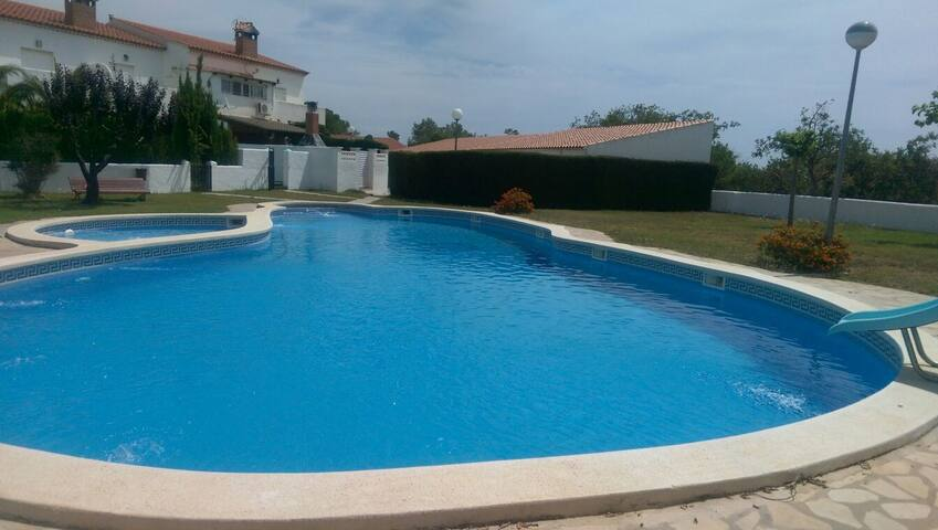 Bonica casa con piscina  y 15 minutos de la playa