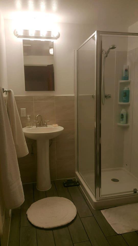 Beautiful tiled bathroom.