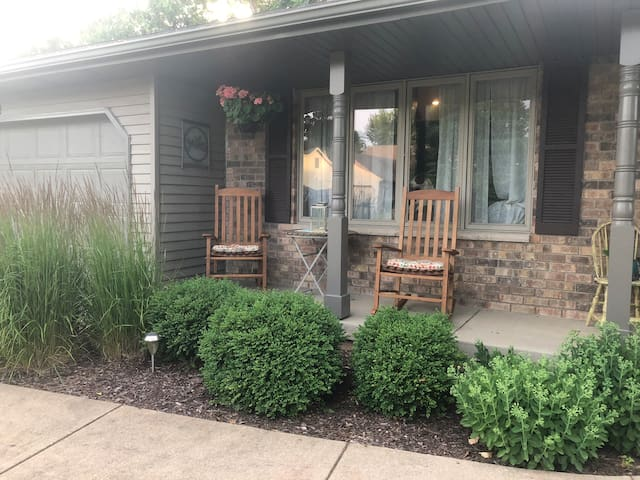 Welcome EAA guests! 2BR House