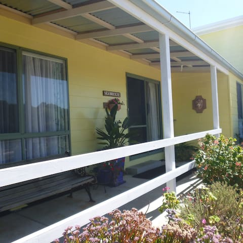 Whale Cottage - Seabreeze - Golden Beach - Selveierleilighet