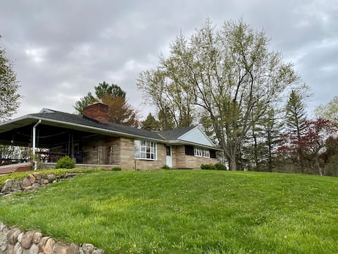 Fix Family Country Oasis - 3 bed 1 bath